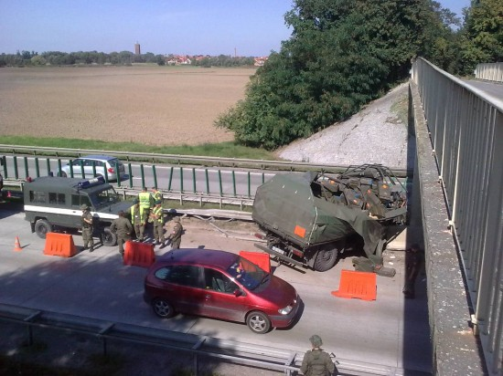 - granaty-wysypaly-sie-na-autostrade-1