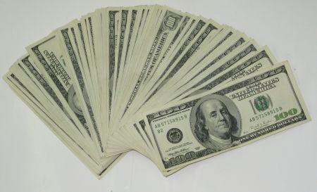 Znalezione obrazy dla zapytania policja znalazł pieniądze dolary