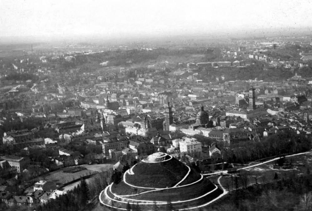 na zdj. Kopiec Unii Lubelskiej we Lwowie (Stako/CC BY-SA 3.0/Wikipedia)