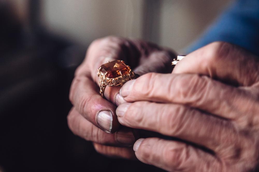 Taki człowiek to złoto! Ma 88 lat i nie ma zamiaru odchodzić na emeryturę [FOTOREPORTAŻ]