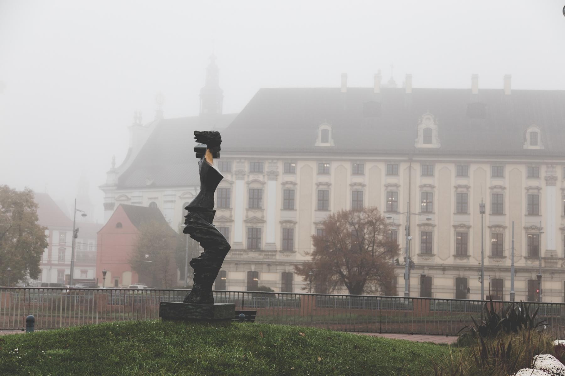 Miasto tonie we mgle [FOTOSPACER]
