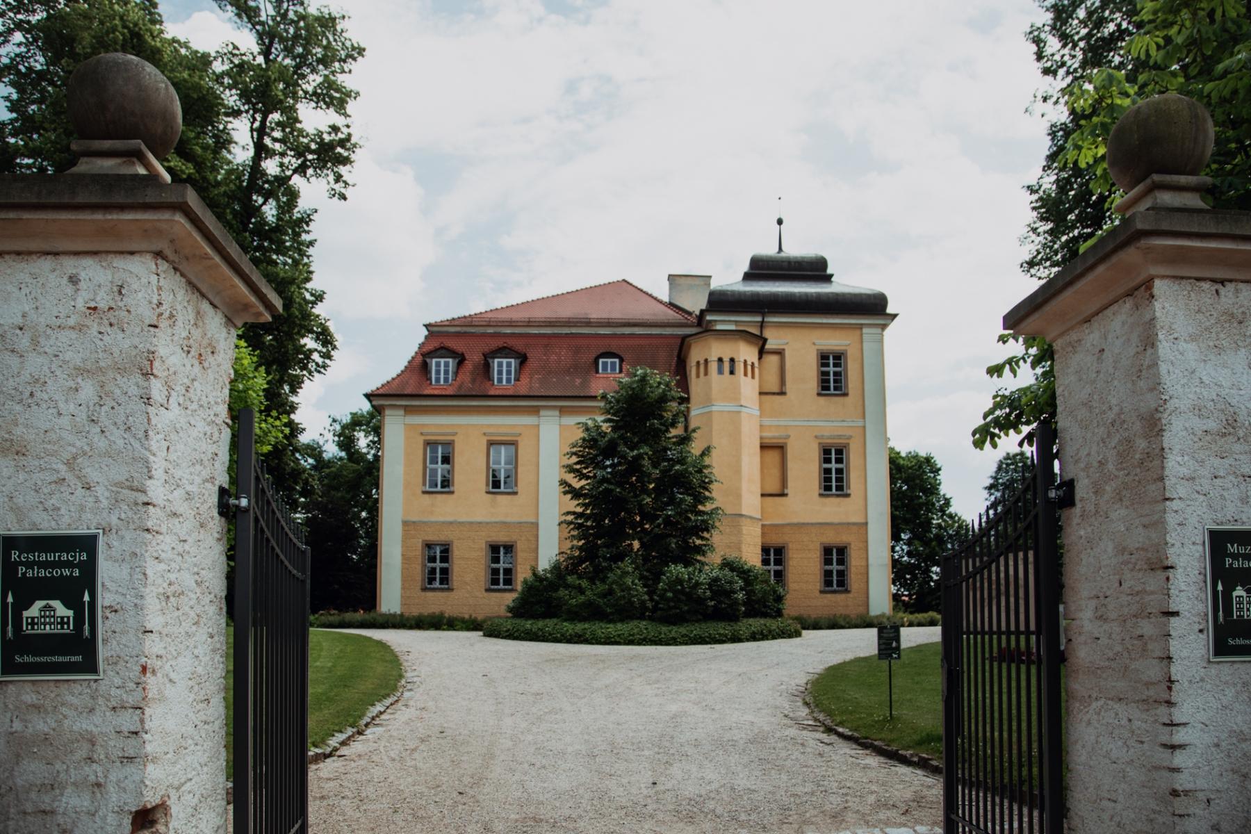 XVII-wieczny kompleks pałacowy w Łomnicy [FOTOSPACER]