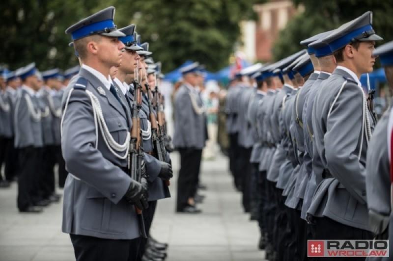 Tylko miesiąc spędził za kratami aresztu były policjant z Komendy Wojewódzkiej w Szczecinie, podejrzany o czyn pedofilski, który miał.