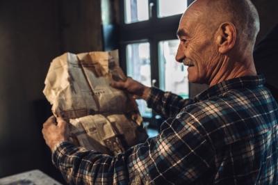 Remontowali kamienice, znaleźli gazety sprzed 40 lat [ZDJĘCIA]