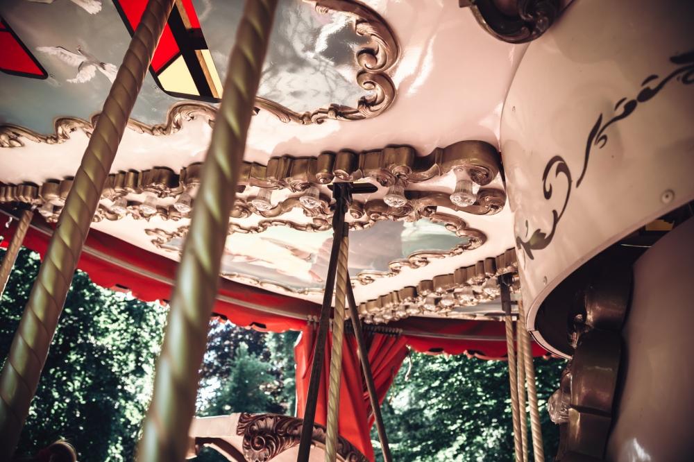Trochę Paryża, ogrom radości - karuzela w Parku Staromiejskim [FOTOSPACER]