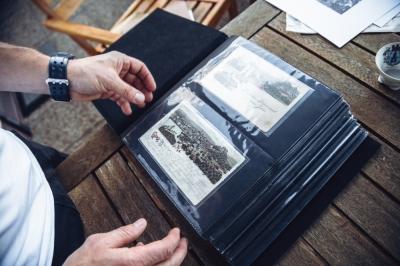 Widokówki, zdjęcia i album leżący sto lat na strychu [FOTOREPORTAŻ]